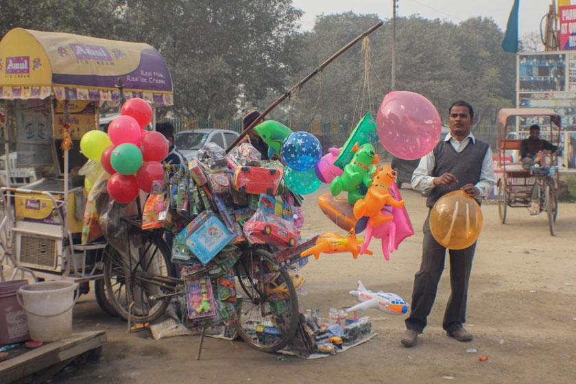 از سمپاش تا معبد سیار! زندگی خارقالعاده دوچرخهها در هند