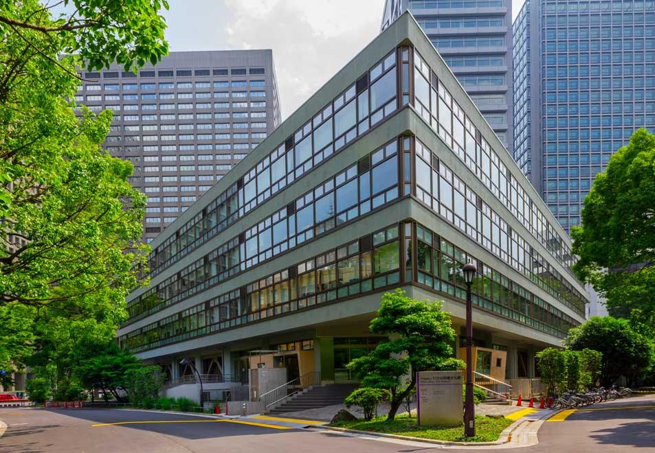 کتابخانه ای ساده و مجبوب در ژاپن
