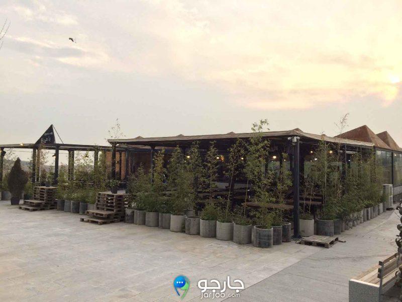 فست فود باغ کتاب تهران در حیاط پشتی