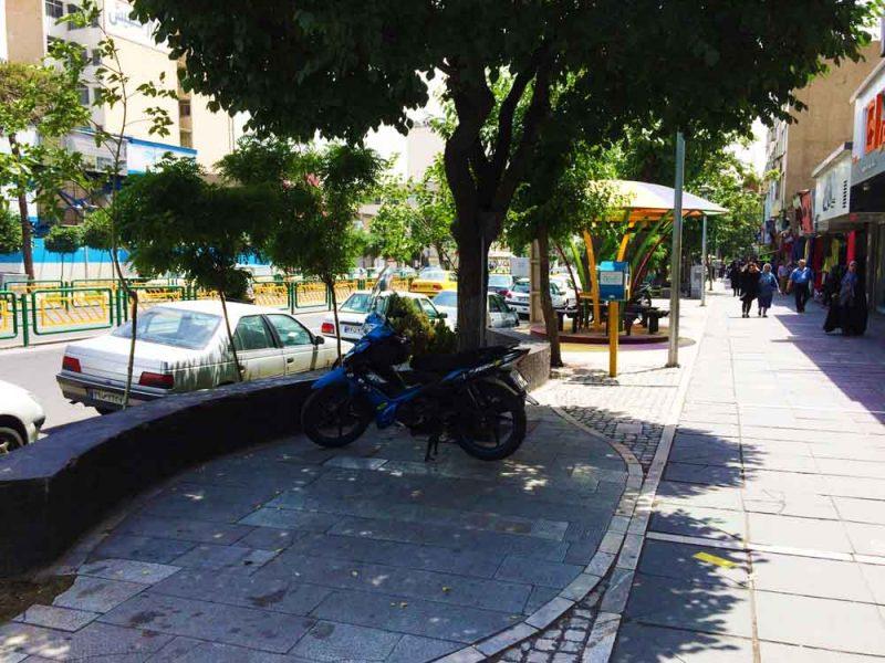 پیاده رو خیابان دکتر آیت